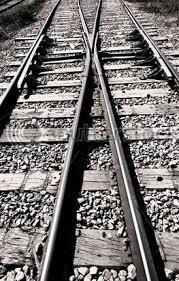 tracks converging
